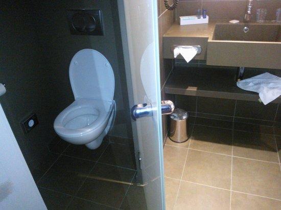 WC séparés Salle de bain - Photo de Novotel Paris Gare de ...