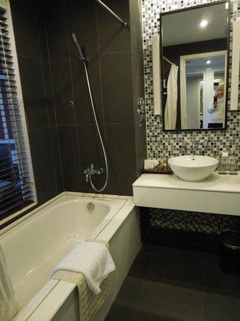 Royal Lotus Hotel Halong: Bath