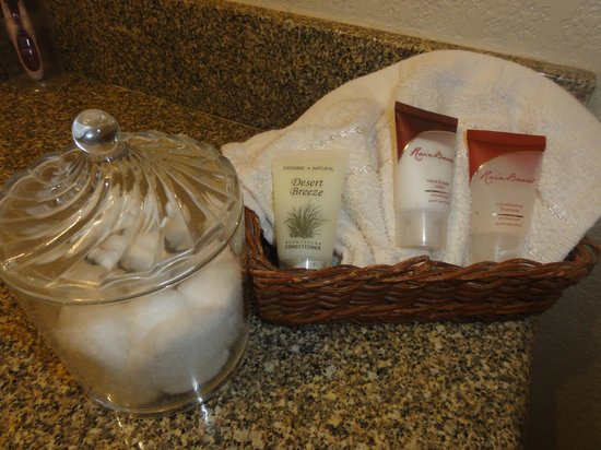 Arroyo Pinion Hotel, an Ascend Hotel Collection Member: Bath amenities