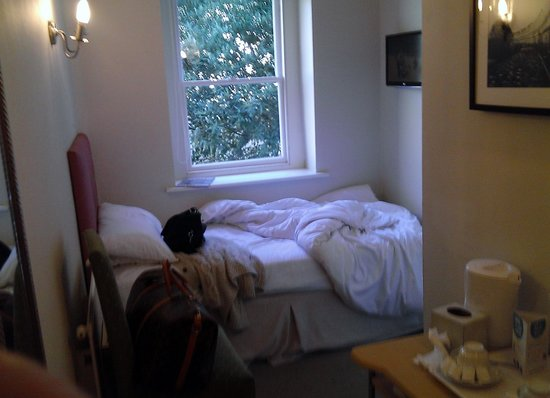Victoria Square Hotel: Single room 245 in annexe