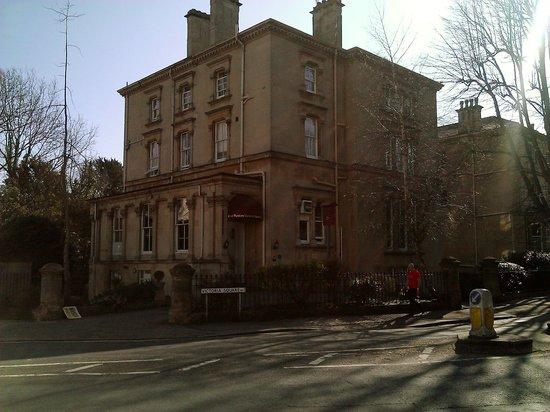 Victoria Square Hotel: Front of hotel on Victoria Square