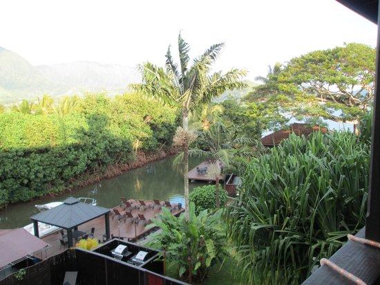 Paradise Bay Resort Hawaii: eating breakfast