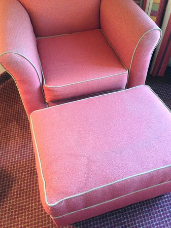 Holiday Inn-Asheville Biltmore West: Lounge chair had some stains that needs to be cleaned.
