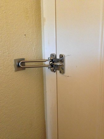 Holiday Inn-Asheville Biltmore West: Broken door lock