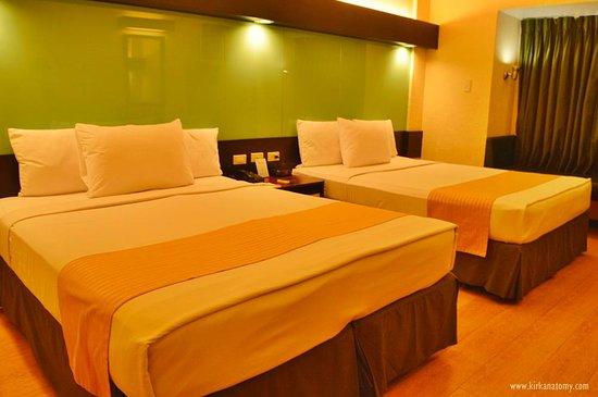 Microtel Inn & Suites by Wyndham Cabanatuan : Our room, the Standard 2 Queen Beds