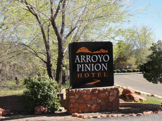 Arroyo Pinion Hotel, an Ascend Hotel Collection Member: signage