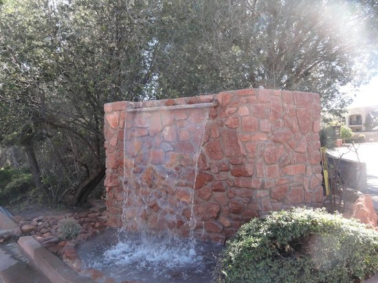 Arroyo Pinion Hotel, an Ascend Hotel Collection Member: waterfall at entrance