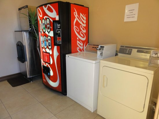 Arroyo Pinion Hotel, an Ascend Hotel Collection Member: Laundry/vending