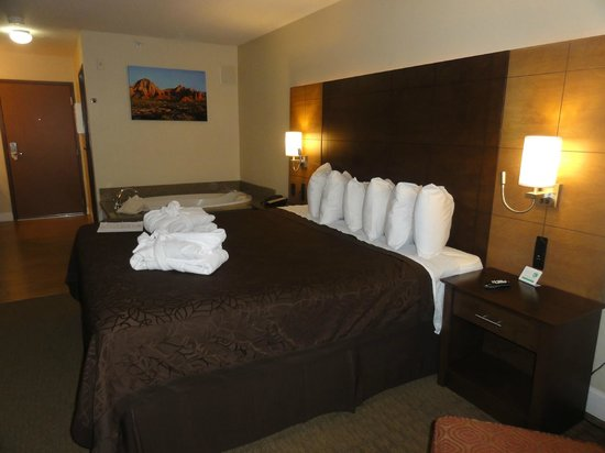 Arroyo Pinion Hotel, an Ascend Hotel Collection Member: King bed