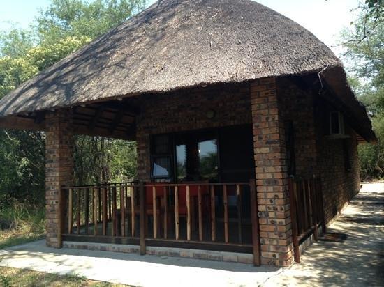 Gomo Gomo Game Lodge: cabaña
