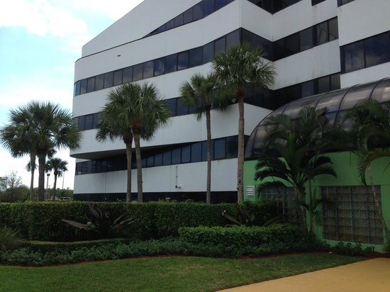 Embassy Suites by Hilton West Palm Beach Central: Outside