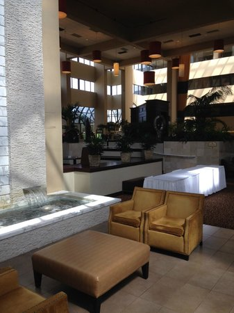 Embassy Suites by Hilton West Palm Beach Central: Lounge
