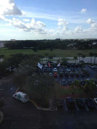 Embassy Suites by Hilton West Palm Beach Central: View from room (road side)