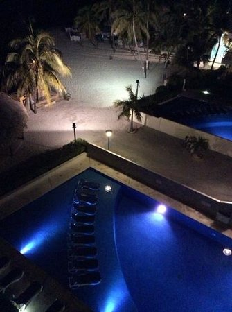 Ixchel Beach Hotel : View from our room - 2508