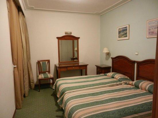 Oasis Hotel Apartments: La stanza - i 2 letti
