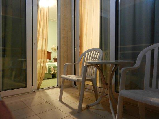 Oasis Hotel Apartments : La stanza - balcone
