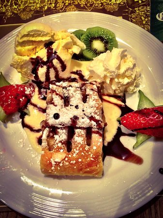 Broyhan Haus: Studel di mele con gelato alla crema e panna fresca