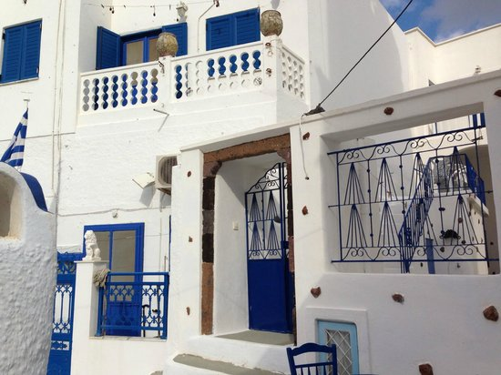 Astro Palace Hotel and Suites: Thira walk