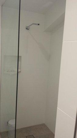 Byron Links Apartments: Very modern shower