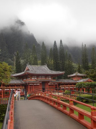 Byodo-In Temple: Temple from entrance
