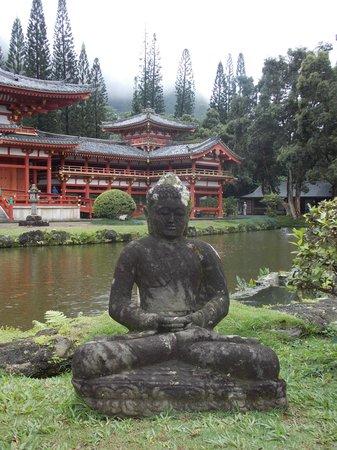 Byodo-In Temple: Statue