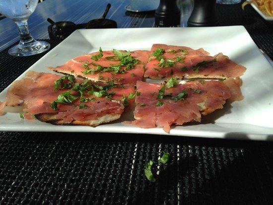 Straw Hat Restaurant: Tuna on flatbread