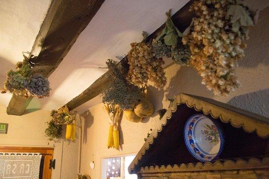 Tirapu, España: detalle de casa Goñi casa rural navarra
