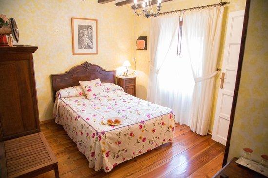 Tirapu, España: Habitación casa Goñi casa rural navarra