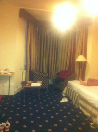 Euro Queens Hotel: Habitaión