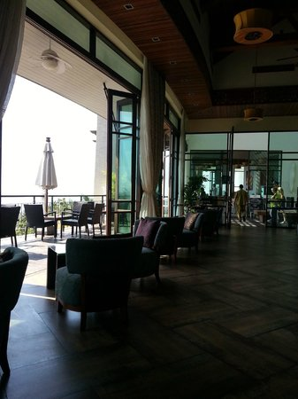 KC Resort & Over Water Villas: hotel dining area