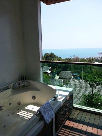 KC Resort & Over Water Villas : jacuzzi in room