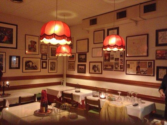 Osteria da Francesca: Il ristorante a fine serata non perde, nonostante non sia più apparecchiato, il suo fascino attr