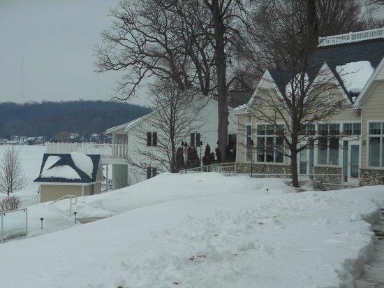 Bay Pointe Inn & Restaurant: Lovely grounds