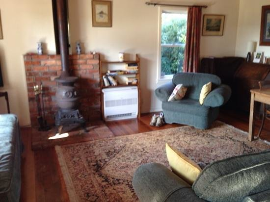 St Leonards Vineyard Cottages : The Cottage living area