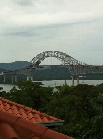Bala Beach Resort: Bridge over Americas near Amador Causeway - Pamama City
