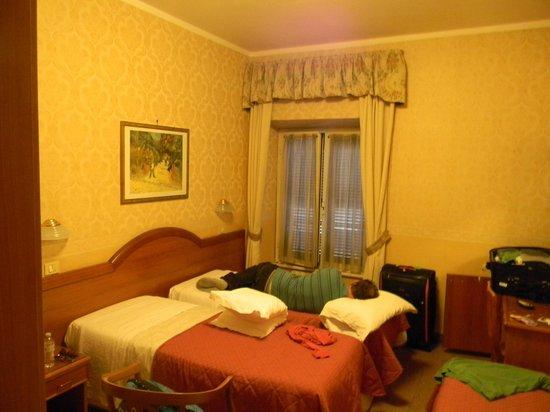 Hotel Milo : Só pra ter uma ideia do quarto....