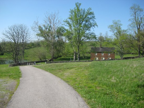 Shaker Village of Pleasant Hill - The Inn : Former residence, current lodging