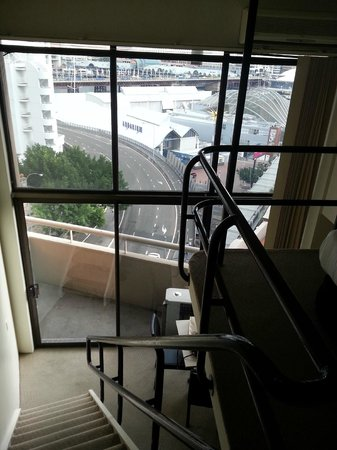 Metro Apartments On Darling Harbour: platform/stairs