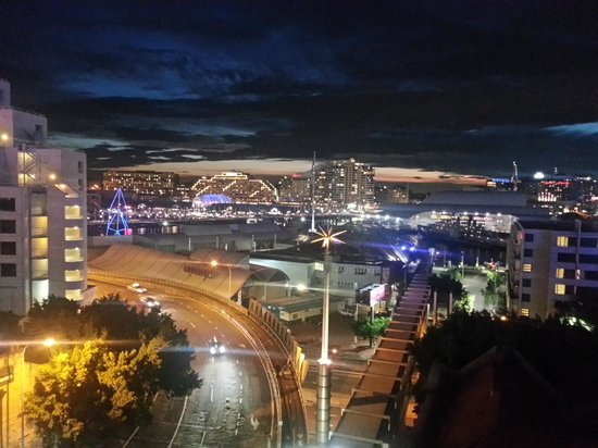 Metro Apartments On Darling Harbour: Night view