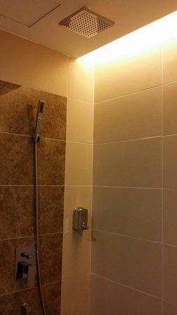 Eminent Hotel : Enjoyed the shower, like rain..