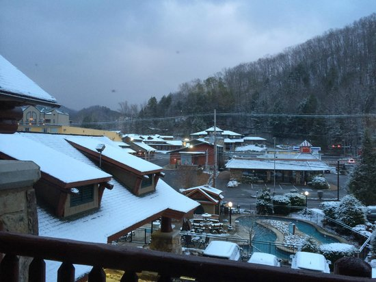 Bearskin Lodge on the River Hotel: Our view from the balcony on day # 4