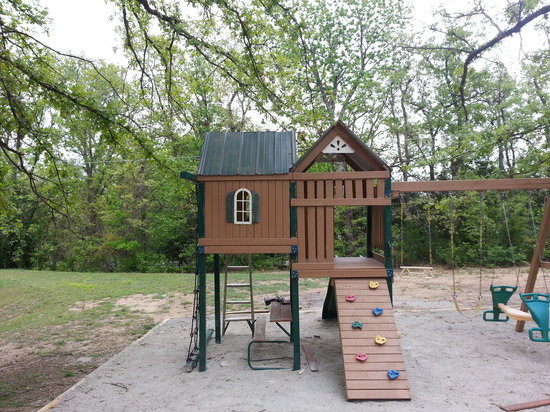 Claxton's Cabins: Play area for the kids