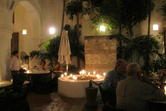 Hotel Casa San Agustin : jantando no jardim