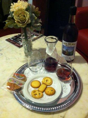 La Belle Esplanade: Welcome wine!