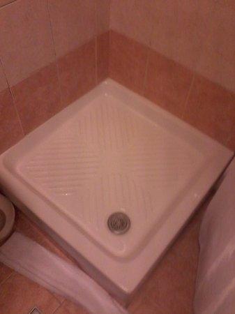 Hotel Lazzari: Banheiro