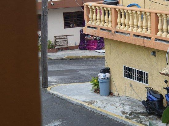 Casa Zuzy Apartments : little shrine around the corner