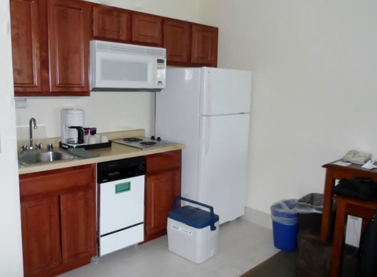 Clarion Suites at the Alliant Energy Center: Kitchen area