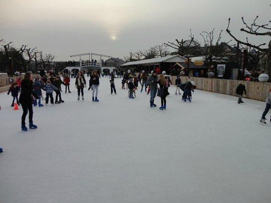 Museum Quarter : Patinação no gelo na Museumplein