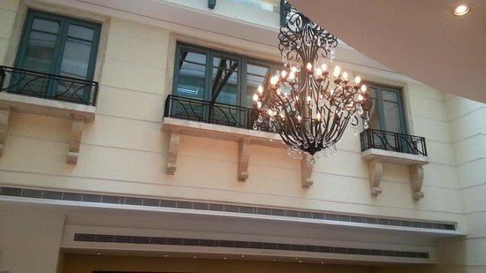 Radisson Blu Martinez Hotel, Beirut : Interior of dining area.