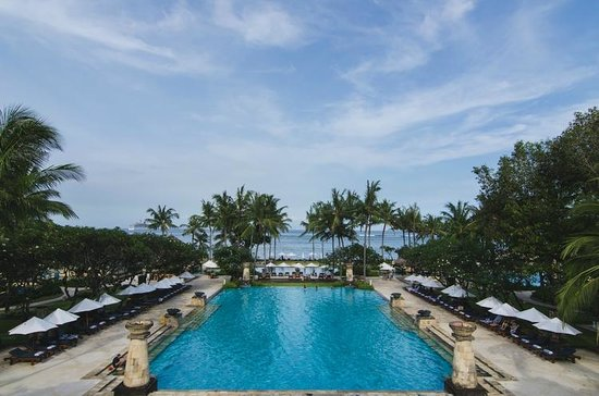 Conrad Bali: Amazing pool and view.